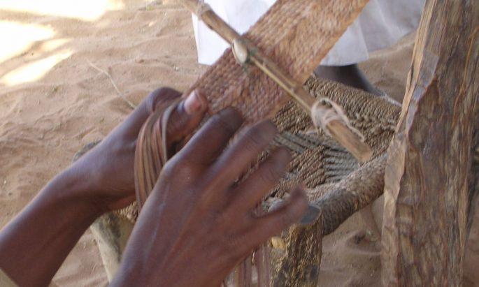 hands-weaving-idp