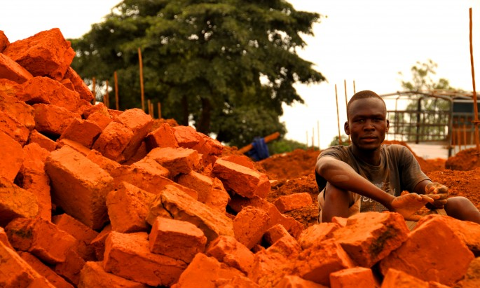 Mallett_Lira_bricklayer (2)
